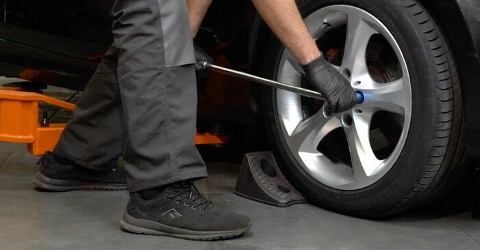 Wie man Domlager beim BMW 1 Coupe (E82) 2006 austauscht – Downloaden Sie sich PDF-Anleitungen und Video-Tutorials