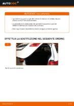 Come sostituire i puntelli di supporto a gas del cofano posteriore su Mercedes W245