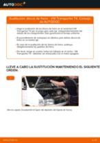 Cómo cambiar: discos de freno de la parte delantera - VW Transporter T4 | Guía de sustitución