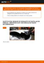 Cómo cambiar: sensor de desgaste de pastillas de frenos de la parte delantera - Mercedes W211 | Guía de sustitución