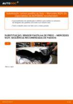 Como mudar: sensor pastilha de freio da parte dianteira - Mercedes W211 | Guia de substituição