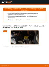 Hvordan man udfører udskiftning af: Bremseklodser på 1.9 JTD Fiat Doblo Cargo