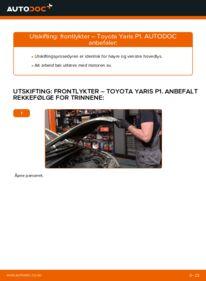 Slik bytter du Frontlykter på 1.0 (SCP10_) Toyota Yaris p1
