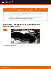 Wie der Wechsel durchführt wird: Verschleißanzeige Bremsbeläge Mercedes W211 E 220 CDI 2.2 (211.006) E 270 CDI 2.7 (211.016) E 320 CDI 3.2 (211.026) tauschen
