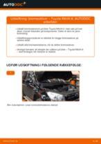 Hvordan skifter man Pære forlys Audi A4 B6 Avant - manual online
