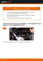 Cómo cambiar: pastillas de freno de la parte delantera - VW Touran 1T1 1T2 | Guía de sustitución