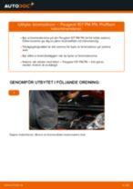 Byta bromsskivor fram på Peugeot 107 PM PN – utbytesguide