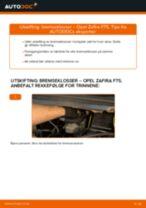 Slik bytter du bremseklosser bak på en Opel Zafira F75 – veiledning