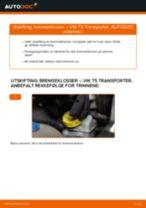 Slik bytter du bremseklosser bak på en VW T5 Transporter – veiledning