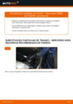 Como mudar pastilhas de travão da parte traseira em Mercedes W169 - guia de substituição