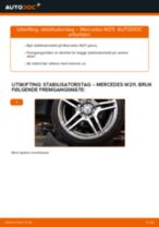Slik bytter du stabilisatorstag fremme på en Mercedes W211 – veiledning