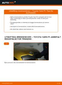 Slik bytter du Bremseskiver på 1.0 (SCP10_) Toyota Yaris p1