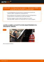 Cómo cambiar: amortiguador de maletero - Mercedes W168   Guía de sustitución