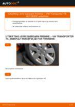 Slik bytter du øvre bærearm fremme på en VW Transporter T4 – veiledning