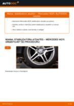 MERCEDES-BENZ E-CLASS (W211) Savienotājstienis uzstādīšana - soli-pa-solim pamācības