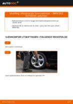 Slik bytter du slitasjevarsler bremseklosser bak på en BMW E82 – veiledning