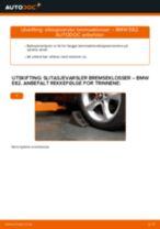 Slik bytter du slitasjevarsler bremseklosser fremme på en BMW E82 – veiledning