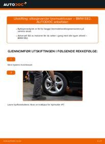 Slik bytter du Alarmkontakt Bremsebeleggslitasje på BMW 1 SERIES