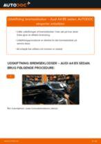 Udskift bremseklodser for - Audi A4 B5 sedan   Brugeranvisning