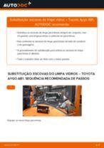 Como mudar escovas do limpa vidros da parte dianteira em Toyota Aygo AB1 - guia de substituição