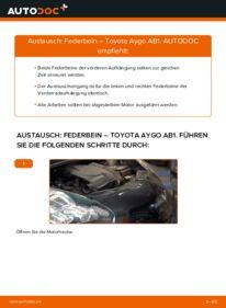 Wie der Wechsel durchführt wird: Stoßdämpfer 1 Toyota Aygo AB1 tauschen