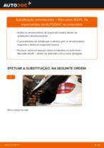 Como mudar amortecedores da parte traseira em Mercedes W245 - guia de substituição