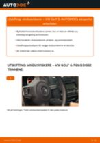 Slik bytter du vindusviskere fremme på en VW Golf 6 – veiledning
