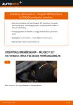 Slik bytter du bremseskiver fremme på en Peugeot 207 hatchback – veiledning