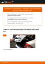 Hoe schokdempers achteraan vervangen bij een Mercedes W203 – Leidraad voor bij het vervangen