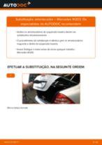 Como mudar amortecedores da parte traseira em Mercedes W203 - guia de substituição