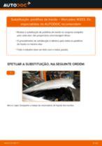Como mudar pastilhas de travão da parte traseira em Mercedes W203 - guia de substituição