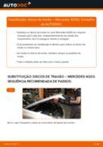 Como mudar discos de travão da parte dianteira em Mercedes W203 - guia de substituição