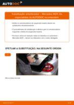 Como mudar amortecedores da parte traseira em Mercedes W211 - guia de substituição