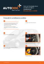 Cum se înlocuiește discul de frână din față al automobilului Mercedes-Benz A W168