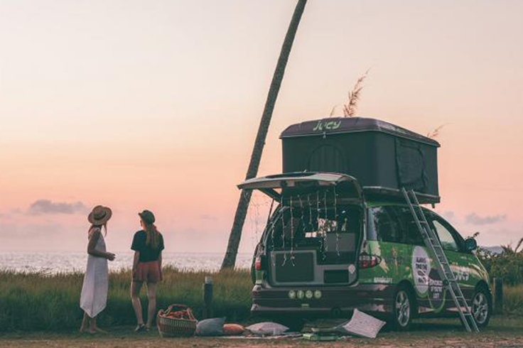 2 girls setting up their JUCY campervan