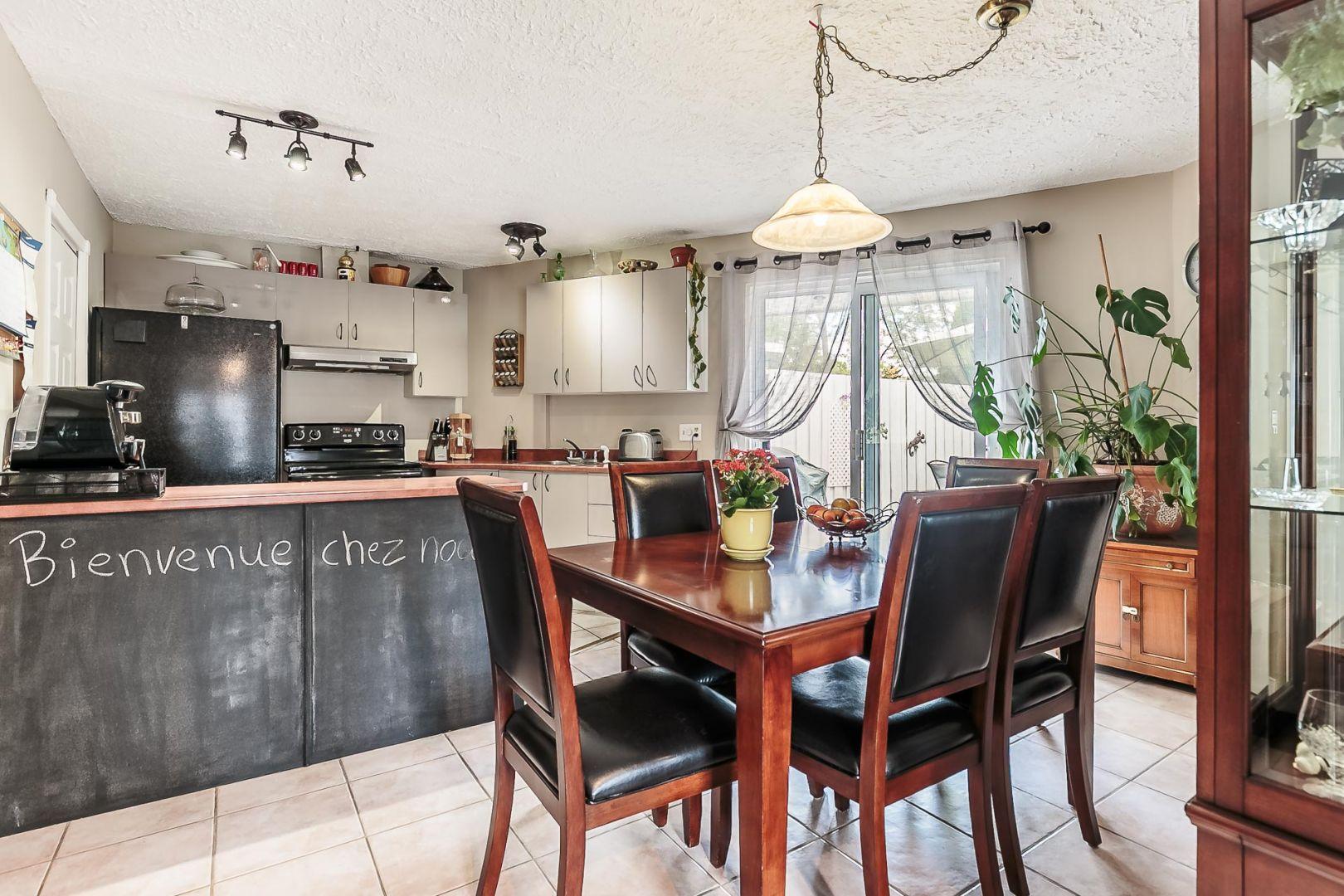 Beautiful luespace cuisine et salle manger offre beaucoup for Maison premier prix