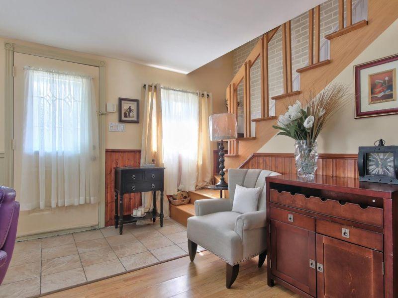 Hall d'entrée, maison à vendre Laval