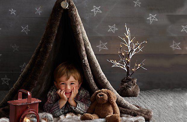 Château de princesse, cachette de pirates ou caverne d'Ali Baba; redécouvrez le plaisir de dresser une tente avec votre enfant!