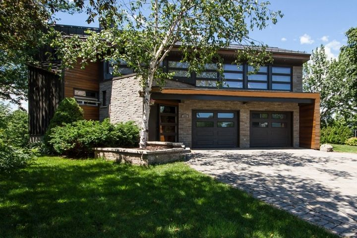 House in Lévis: With a View like That, You Will Not Want to Leave the Table!