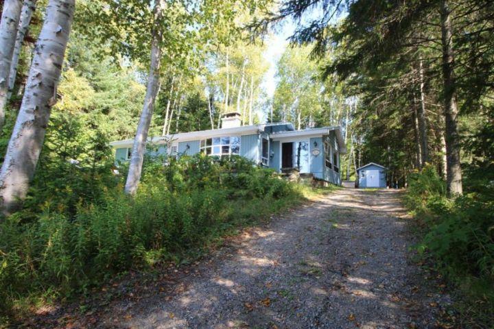 Charming property at Lake Beauchamp, Saint-Donat