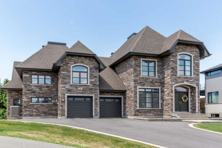 Prestigious Intergenerational House in Coteau-Du-Lac: Luxury, Comfort and High Quality!
