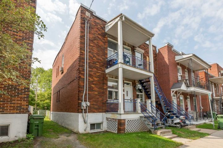 Close to the Lachine Canal and a Multitude of Services: A Duplex That You Will Not Want to Miss!
