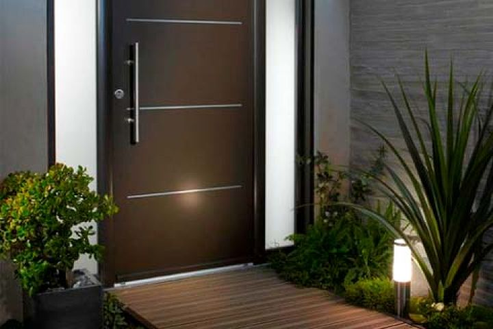 Creating an Inviting Outdoor Entrance