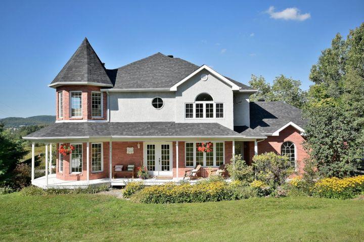 Somptueuse propriété à Prévost : vue magnifique et intérieur chic et chaleureux
