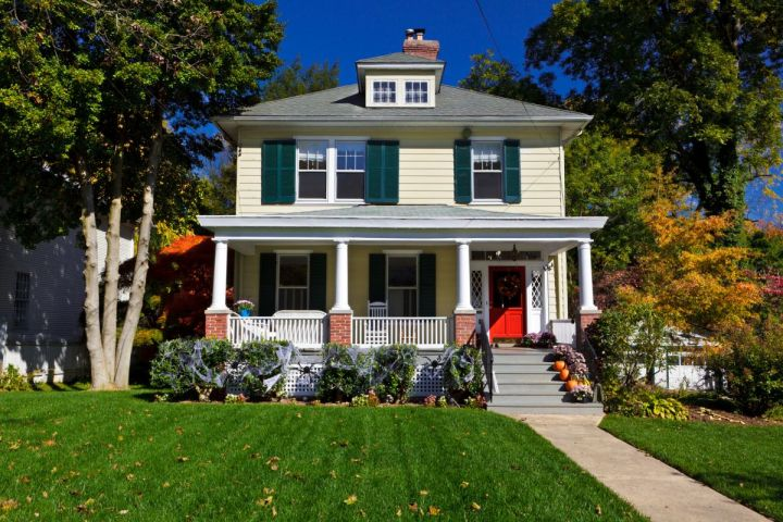 How to Sell and Photograph a House in the Fall Season