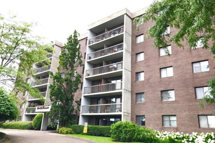 unidad de condominio en venta en Brossard: una vida muy cerca de todos los servicios y comodidades!