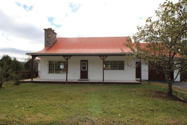 Maison de plain-pied à Lantier dans la belle région des Laurentides : une vue qui vous coupera le souffle