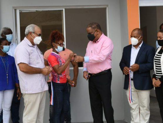 Pesistas Pirón y Cotes reciben sendas viviendas en San Pedro