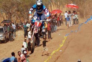 Pacheco gana carrera de Motocross en Dajabón