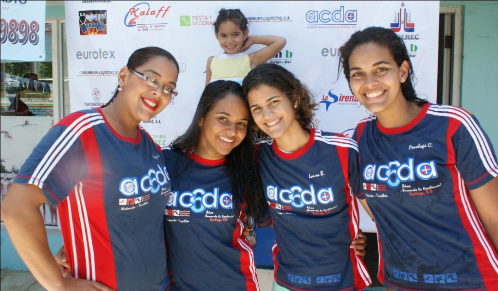 Domínguez y Kalaff brillan en Copa Natación